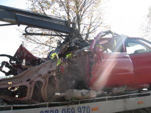Autoturismul Alfa Romeo, un morman de fiare după accident