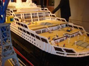 Cel mai mare vapor construit din piese Lego - Queen Mary 2