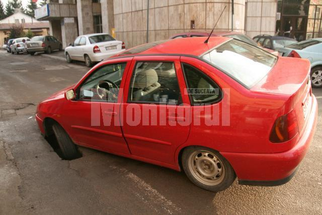 În faţă la Finanţe: S-a prăbuşit cu maşina în asfalt, în timp ce mergea să plătească taxa auto