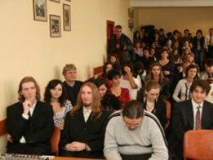 """Ceremonia de acordare a diplomelor Cambridge a avut loc ieri, la Colegiul Naţional """"Petru Rareş"""""""