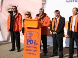 Democrat-liberalii suceveni au dat, ieri, startul campaniei electorale pentru realegerea lui Traian Băsescu la cârma României