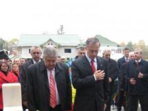 De Ziua Armatei: Geoană a depus o coroană de flori la mormântul eroului Ioan Grosaru