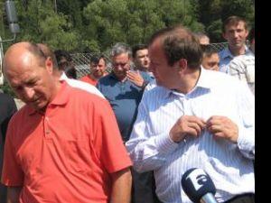 Vacanţă activă: Flutur şi-a luat concediu de la Consiliul Judeţean pentru a-i face campanie lui Băsescu