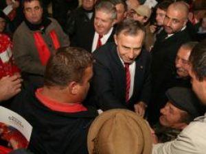 Candidatul PSD la alegerile prezidenţiale, Mircea Geoană, a dat semnalul luptei electorale din comuna Adâncata