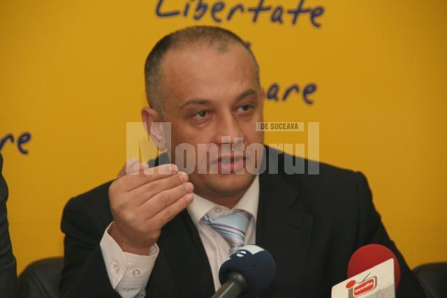 """Alexandru Băişanu: """"Sunt convins că dacă Gheorghe Flutur l-ar sprijini în campania electorală pe Tutankamon, şi acesta ar fi prietenul bucovinenilor"""""""