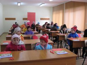 După o săptămână de vacanţă inter-semestrială, preşcolarii şi elevii din clasele primare revin astăzi la şcoală