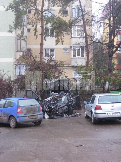 Din microbuzul Renault implicat astă-vara într-un accident nu a mai rămas decât un morman de fiare