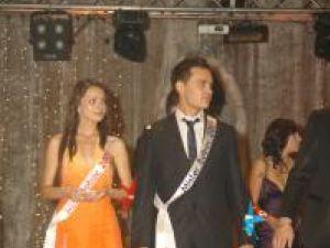 Andreea Florea şi Alexandru Duţuc, cei mai frumoşi boboci de la Universitate