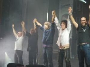 Concertul formaţiei Iris, oferit de candidatul independent la preşedinţia României Sorin Oprescu