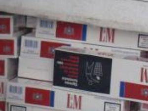 La sfârşitul săptămânii trecute, poliţiştii au interceptat trei transporturi cu ţigări de contrabandă
