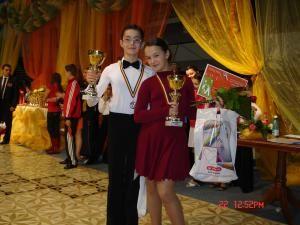 Claudiu Apostol Bîrzu şi partenera sa, Andreea Georgiana Ciobanu, premianţi