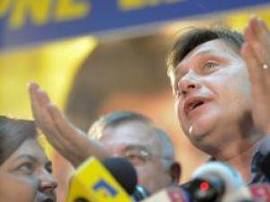 Antonescu: În turul II voi fi prezent, pentru că m-a provocat domnul Traian Băsescu. Foto: MEDIAFAX