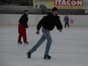 De săptămâna viitoare, patinoarul artificial din Areni îşi va deschide porţile