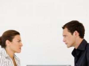 O ceartă cu şeful sau cu colegii ar putea avea efecte benefice asupra sănătăţii inimii. Foto: IMAGESOURCE