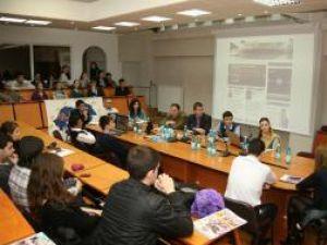 Prezenţi la discuţii în număr mare, studenţii basarabeni au gânduri măreţe vizavi de viitorul ţării unde s-au născut