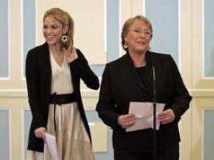 Shakira şi preşedintele statului Chile pledează pentru cauza copiilor săraci din America Latină