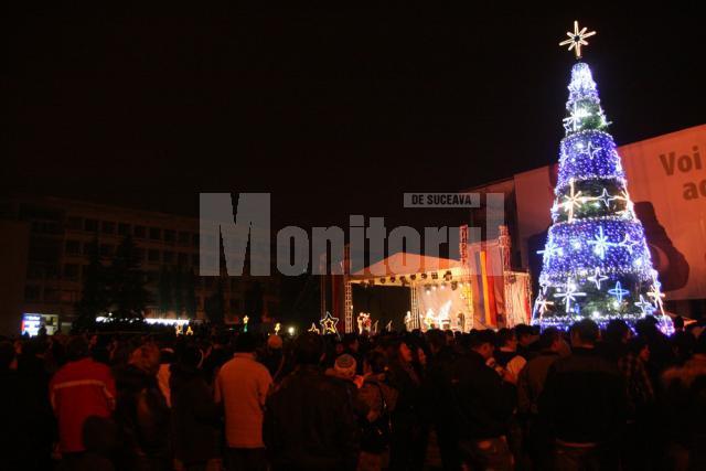 Mii de suceveni au participat la aprinderea luminilor de sărbătoare în brad şi în tot oraşul