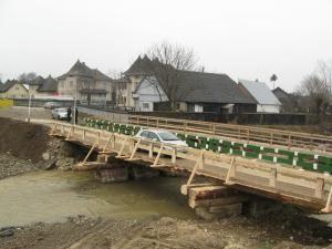 Podul de lemn de peste râul Suceviţa a fost construit într-o singură zi