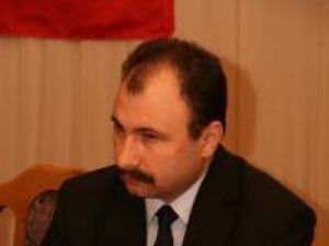 Prefectul de Suceava, Sorin Arcadie Popescu, a solicitat Tribunalului Suceava dizolvarea de drept a Consiliului Local Slatina