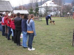 Vizită: Copiii de la Centrul Şcolar Cîmpulung, la sediul Poliţiei