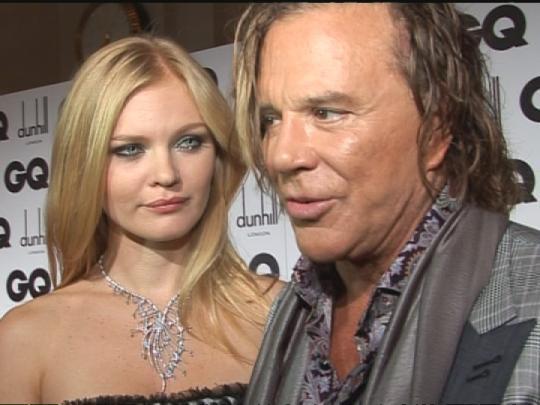 Mickey Rourke s-a logodit cu un top model din Rusia