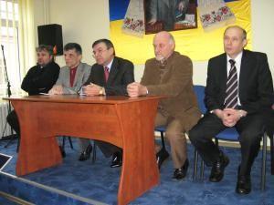 La sediul UUR - Tinutul Bucovina - Daniel Hrenciuc, Valeri Karbashevskiy, Ex. Sa Yurii Verbytski, Ioan Bodnar si Volodymir Antoficiuk