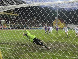 Gol marcat de Nuno Diogo, în minutul 67, în poarta Timişoarei. Foto: MEDIAFAX