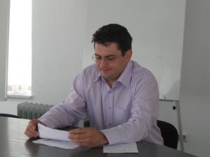 Adrian Popescu a precizat că spitalele şi Serviciul de Ambulanţă au ordin să raporteze toate situaţiile înregistrate la unităţile de primire a urgenţelor pe fondul temperaturilor scăzute