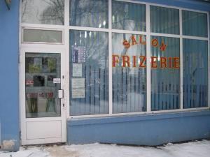 """Frizeria din Areni are """"clienţi"""" şi noaptea"""