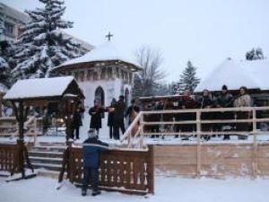 Eveniment: Moş Crăciun deschide sâmbătă Orăşelul Copiilor din centrul Sucevei
