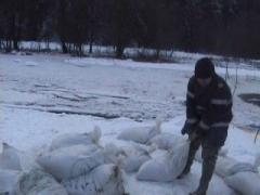 Probleme cu vremea: Alertă la Vatra Dornei, după ce râul Bistriţa s-a revărsat spre trei case