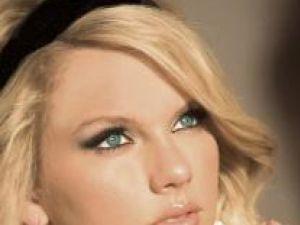Taylor Swift a împlinit 20 de ani şi a donat 250.000 de dolari şcolilor americane