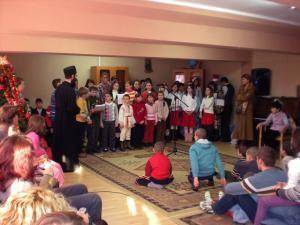 """""""Copiii Moşului"""": Cadouri pentru aproape 350 de copii şi tineri din centrele de plasament sucevene"""