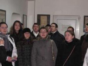 """În ajun de sărbători: Redacţia Monitorul de Suceava, colindată de Grupul de tineri """"Voces Christianum"""""""