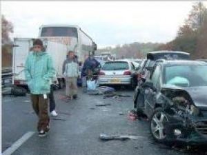 Autocarul care îi transporta spre România a fost implicat, duminică dimineaţă, într-un accident în lanţ, pe autostrada A64 din Franţa. Foto: Patrick BERNIERE