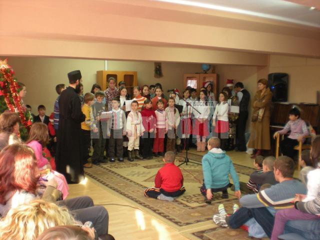 """350 de copii şi tineri au fost beneficiari ai acţiunii """"Copiii Moşului"""""""