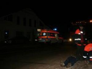 Vasile Mihai a ieşit brusc în faţa ambulanţei, fără ca eforturile şoferului de a-l evita să aibă succes