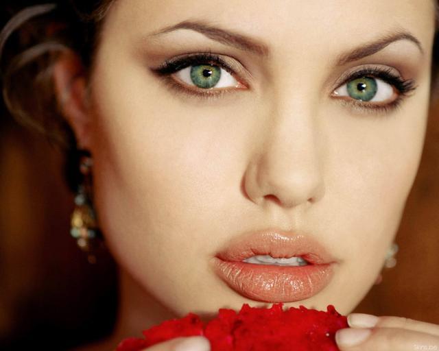 Angelina Jolie: Fidelitatea nu este neapărat esenţială într-o relaţie