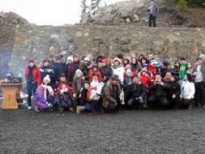 """Grupul de turişti care au petrecut Crăciunul la pensiunea """"Dor de munte"""""""