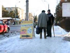 Creşterea şi apoi scăderea temperaturilor a transformat trotuarele municipiului Suceava în patinoare naturale