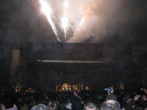 Revelion 2010, cu ceaţă şi hore în stradă