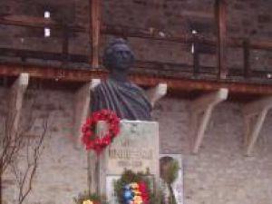 Bustul lui Mihai Eminescu la Putna
