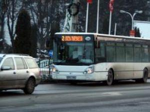 Autobuzele de pe liniile 2 şi 4 vor opri şi în faţa centrului comercial Iulius Mall