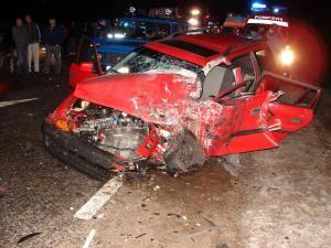 Autoturismul Opel s-a lovit de tir în partea lateral stângă