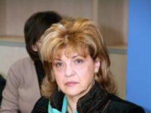 """Gabriela Creţeanu: """"În aceste chioşcuri ar trebui să existe doar iaurturi, fructe şi legume"""""""