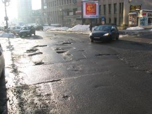 Supărare: Primăria Suceava, dată în judecată pentru gropile de pe străzi