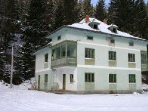 Cabana cumpărată de Primăria Broşteni