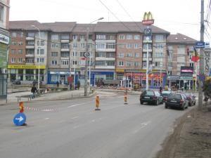 Semnalizarea rutieră corespunzătoare, amenajată la o oră după ce strada era deja închisă