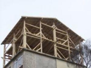 Mansarda cu doua etaje, ridicată contrar voinţei locatarilor