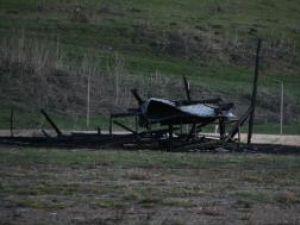 Baraca pe care afaceristul a ridicat-o pentru a depozita materiale de construcţii sau alte unelte, incendiată